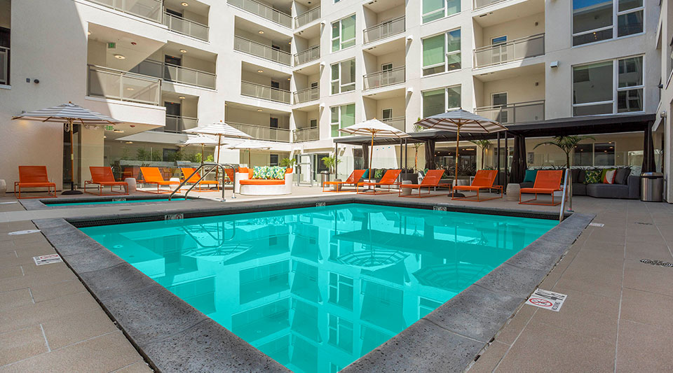 luxury apartments in glendale ca-onyx apartments pool